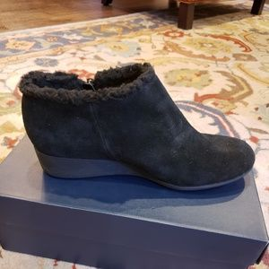 Cole Haan women waterproof booties size 8B